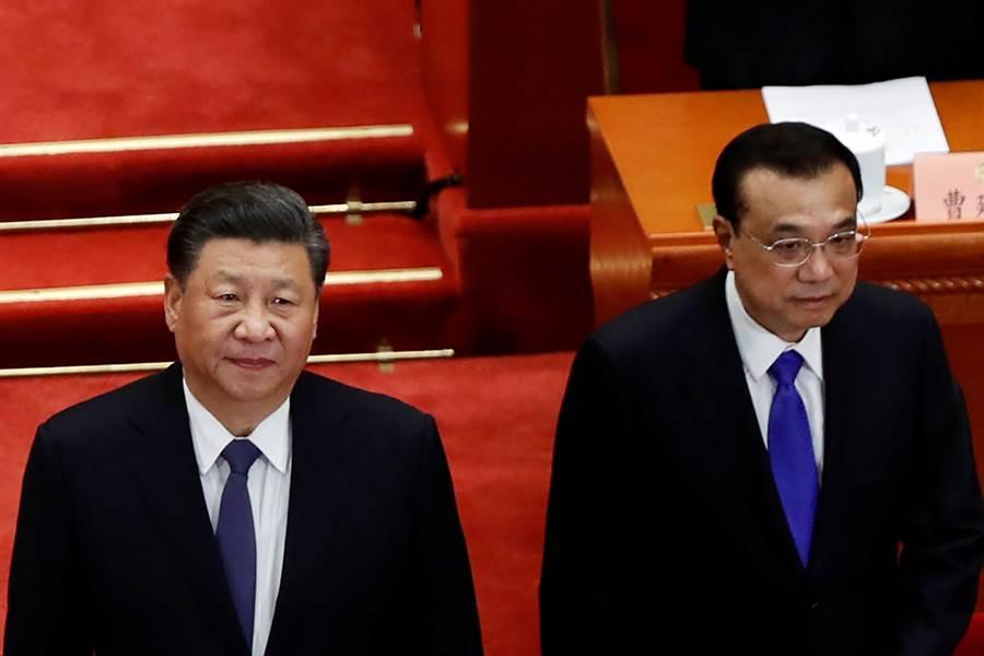 大陸國家主席習近平(左) 與國務院總理李克強(右)出席13屆全國人大第3次全體會議。李克強的報告在對台政策上放出重要的訊號。(圖/路透)