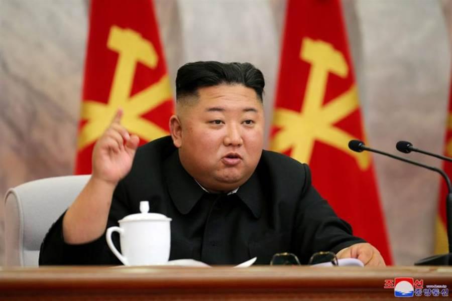北韓最高領導人金正恩23日出席了勞動黨中央軍事委員會議。(路透)