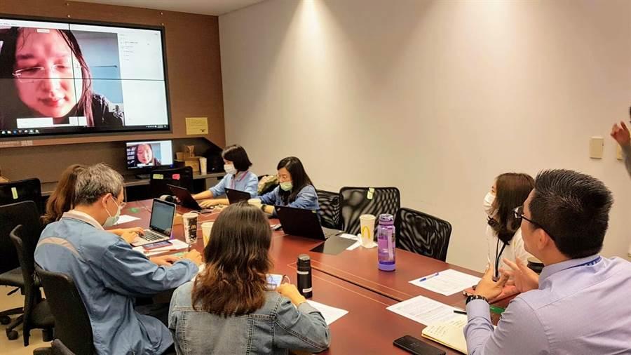 台中市研考會與行政院數位政務委員唐鳳視訊會談,尋求數位治理的最大可能。(台中市府提供/盧金足台中傳真)