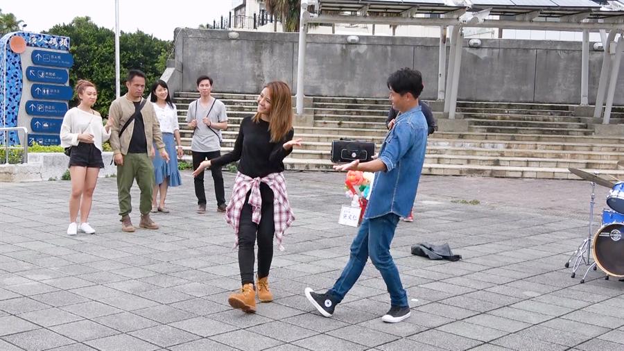 王建复、李宣榕大跳「La La Land拉拉鍊」双人舞。(TVBS提供)