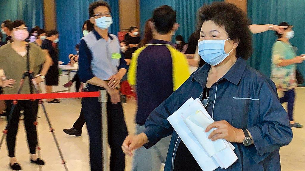 針對民進黨公職改選,總統府前祕書長陳菊24日回高雄投票,呼籲黨內競爭不要破壞和諧。(柯宗緯攝)