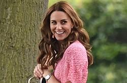 凱特王妃「舊衣重穿」玩視訊!一身紅節儉不失氣場
