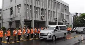 台東》公路局員工自撞橋墩身亡   工務段同仁列隊致敬