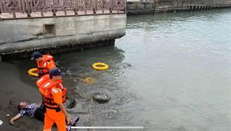 女呼救聲傳進彌陀港安檢所 海巡民眾合力救起