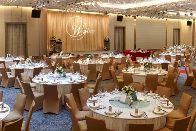 台北寒舍艾美酒店3樓宴會廳婚宴實景。(寒舍提供)