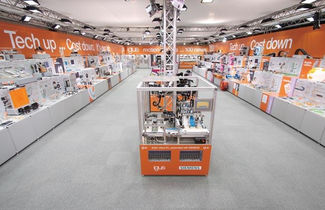 連線參觀igus在德國科隆的攤位,150個顯示螢幕和40支影片,足以向參觀者展示100多款動態工程塑膠創新產品。圖/igus GmbH提供