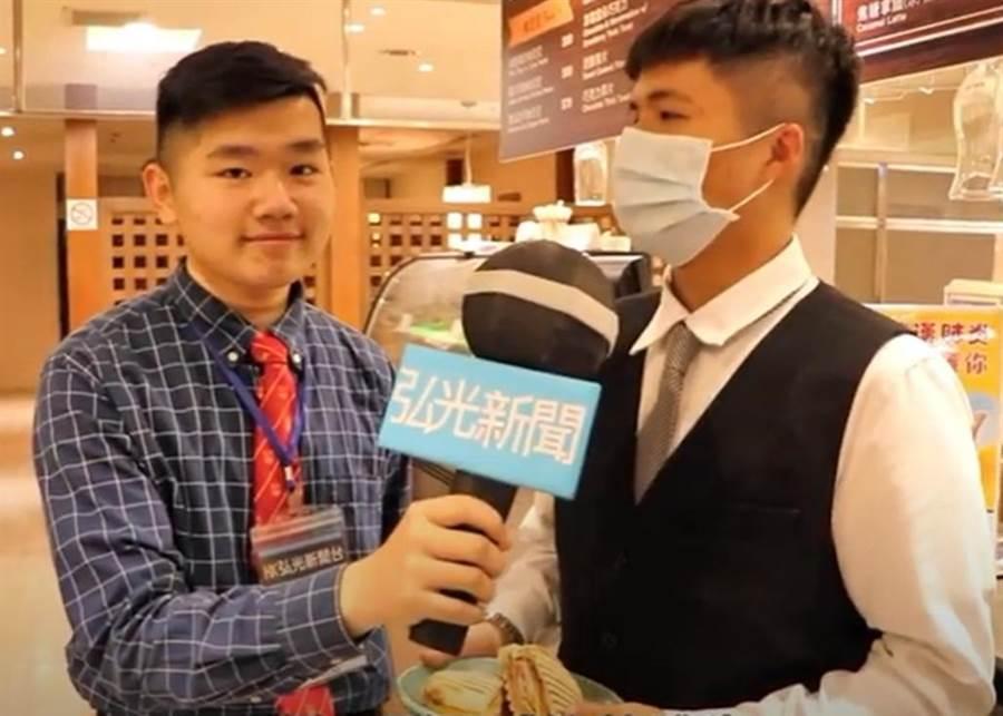 弘光系際盃影片比賽拚創意,餐旅系學生模仿電視台記者訪問。(弘光科大提供/陳淑娥台中傳真)