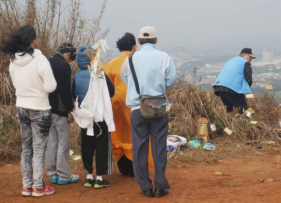 白骨女子身分查出遭殺害曾美蘭,她的家屬赴乳姑山區招魂。(本報系資料照/楊宗灝攝)