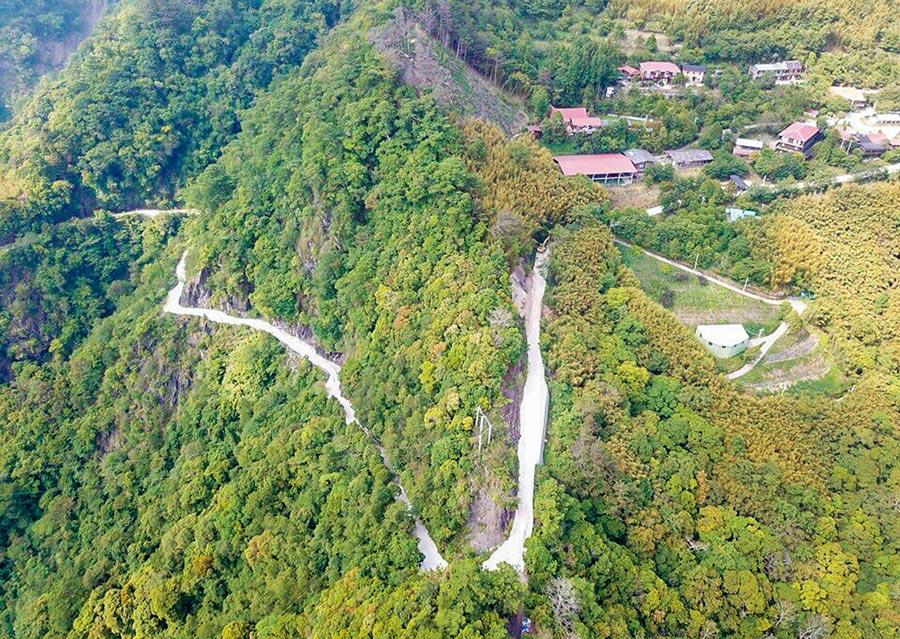 尖石鄉司馬庫斯道路改善工程第3期也是最後1期,改善通到部落約1.8公里的路段。(新竹縣政府提供/羅浚濱竹縣傳真)