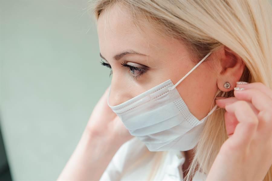 中衛口罩通路沒好市多?網友喊:等搶單。(示意圖/Shutterstock)