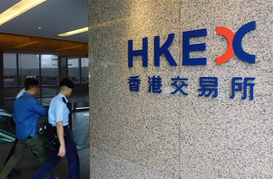 專家認為,即便港版國安法生效後,香港還是有機會保持其特殊的金融地位。(圖/中新社)