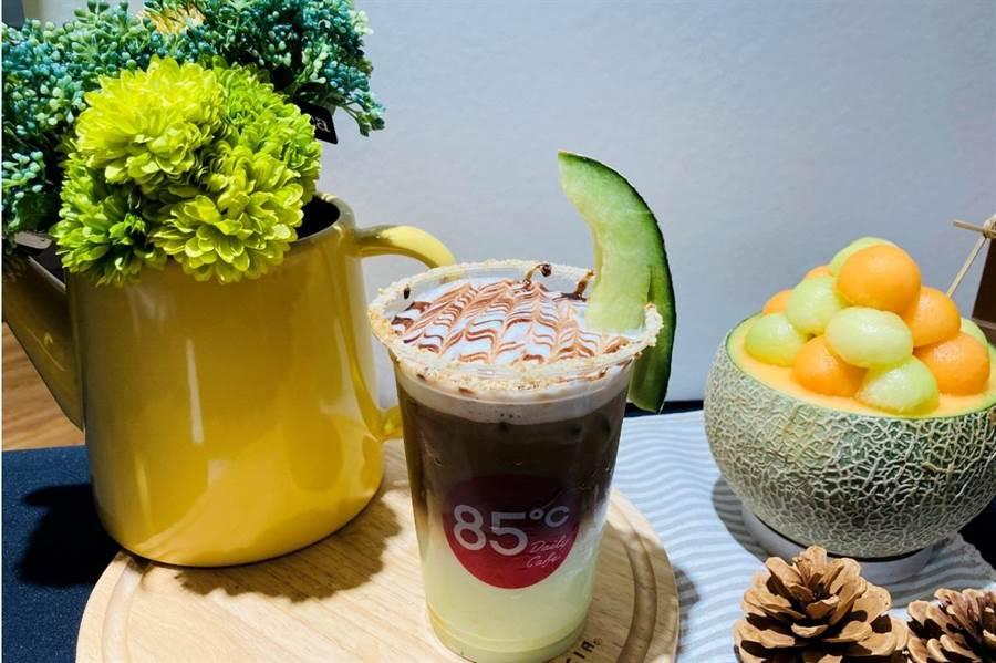拿下冠軍的「綠光森林 」創意咖啡,近期將在全台門市上市。(85度C提供)