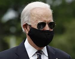 川普嘲笑戴口罩 拜登回轟蠢透了