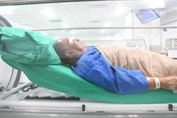 中華路火災受傷 65歲男高壓氧治療康復出院