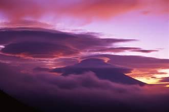 強颱襲日 富士山上空突現罕見奇景