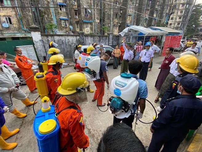 靈鷲山佛教教團捐助2部防疫消毒救急車供緬甸仰光新冠病毒管理中心運用。(靈鷲山佛教教團提供)