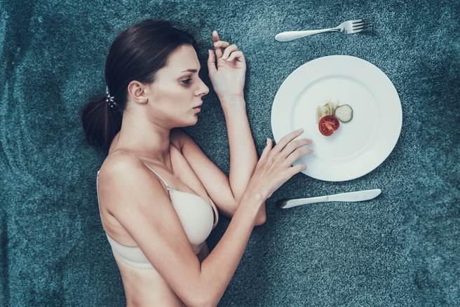 男友愛上男人 女大生暴瘦剩32kg 永久喪失「這功能」