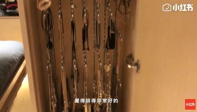 鄧紫棋夢幻衣櫃分類超嚴格!網驚「根本可以開店」。(圖/YOUTUBE@小紅書)