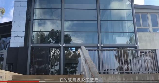 鄧紫棋大方在個人YOUTUBE上公開「美國大宅House Tour」。(圖/YOUTUBE@鄧紫棋)