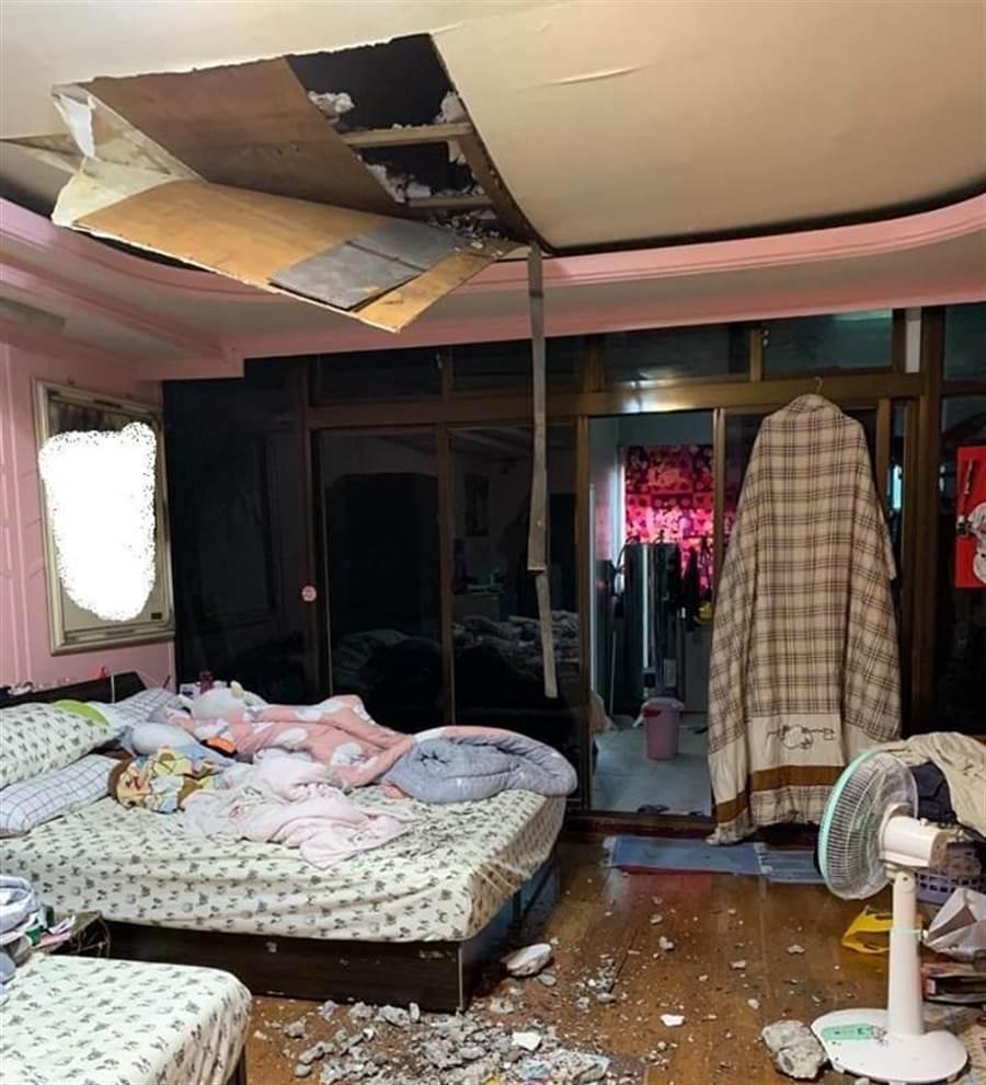 1名女網友在爆廢公社表示,自己很幸運,接連遭遇天花板掉落的奇事。(爆廢公社)