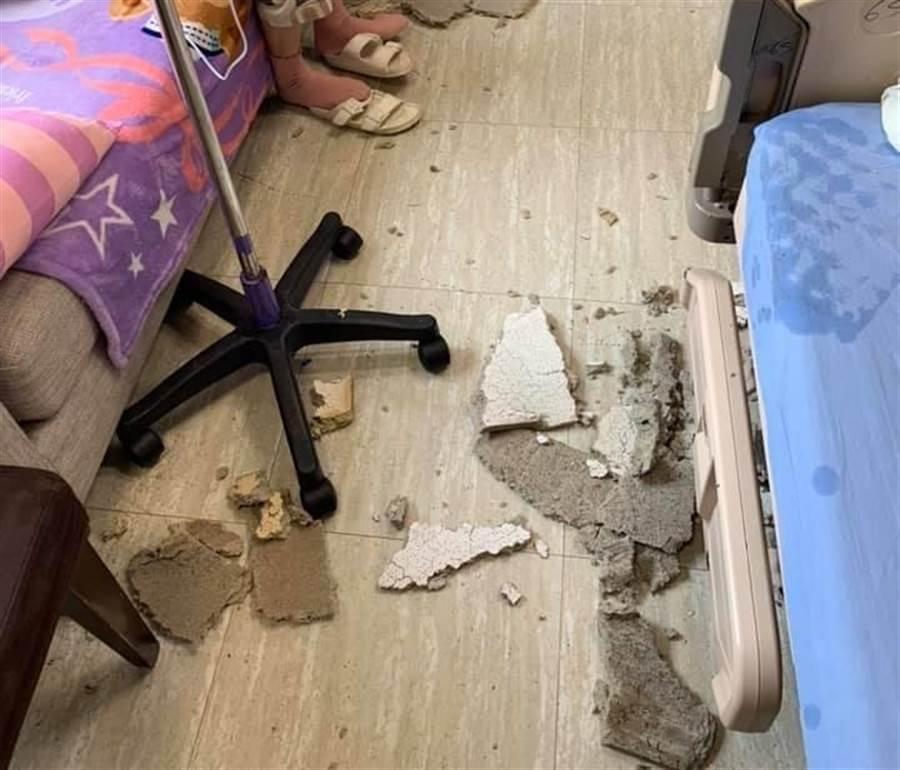 女網友表示自己好幸運,住院和返家均在房內休息,都遭遇到天花板掉落奇事。(爆廢公社)