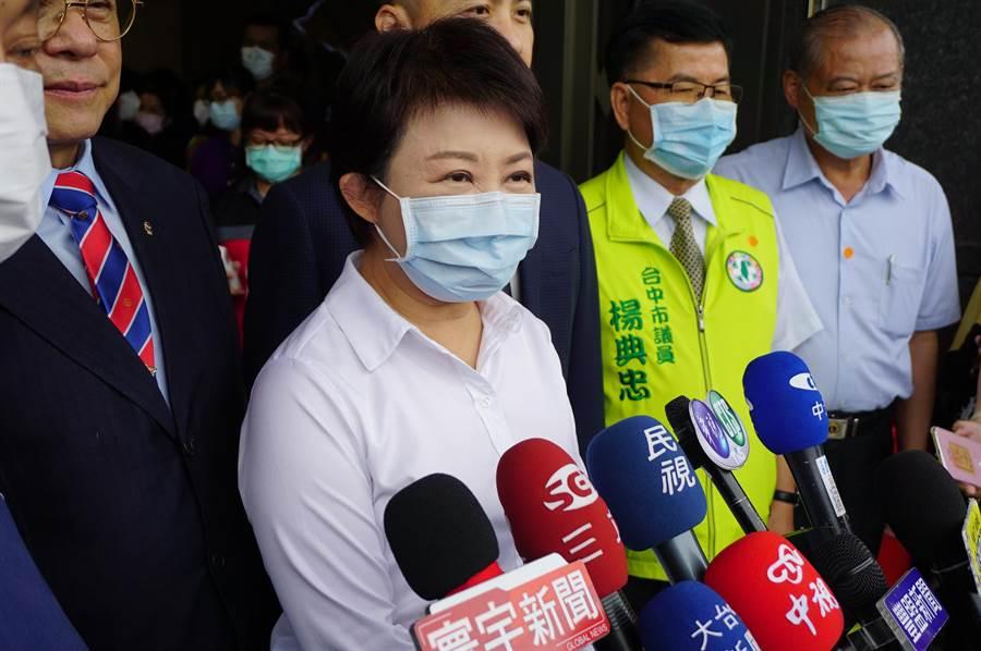 台中市長盧秀燕宣布畢業旅行、演藝場館、觀光景點人流等,即日起解禁。(王文吉攝)