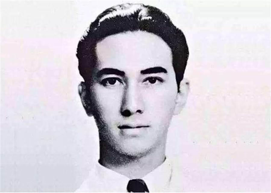 「澳門賭王」何鴻燊26日病逝,享耆壽98歲。擁有波斯、中國、荷蘭、英國、猶太等多種族混血、身高182公分的他,面貌英俊、身材挺拔。(網路照片)