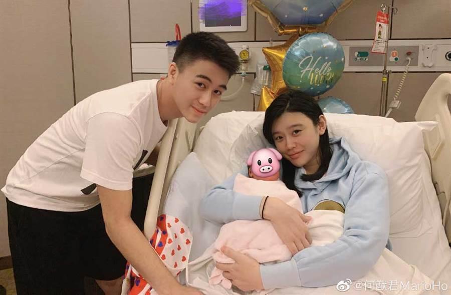 2019年10月24日,何猷君與奚夢瑤生下兒子,賭王何鴻燊終於在他98歲高齡,抱到了第一個內孫。他也以自己名字,為長孫取名「何廣燊」。(何猷君微博)