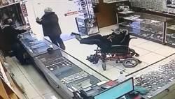 癱瘓男搶劫 「雙腳」舉槍店員以為惡作劇