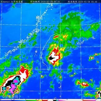 台灣上空3條雨線曝光!鄭明典示警白天會位移