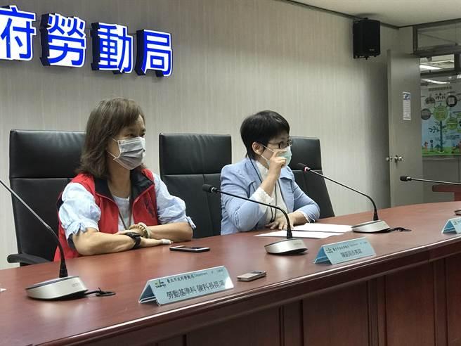 北市勞動局長陳信瑜(右)28日證實,文華東方酒店已於27日提出大量解僱計畫書,預定要在6月7日解雇212人,但未提早60天前通報,未說明則將挨罰10至50萬元。(張穎齊攝)