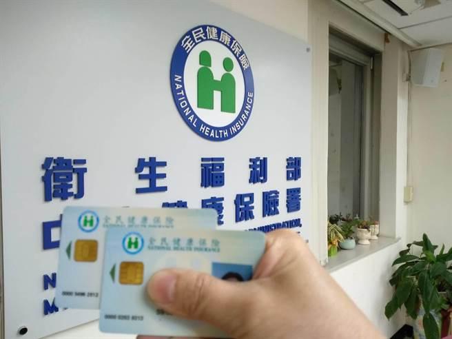 振興券擬用健保IC卡,專家及人權團體憂人民個資被出賣。(魏怡嘉攝)