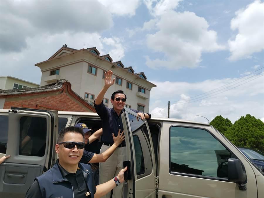 前總統馬英九28日南下參訪時發表對振興券看法。(劉秀芬攝)