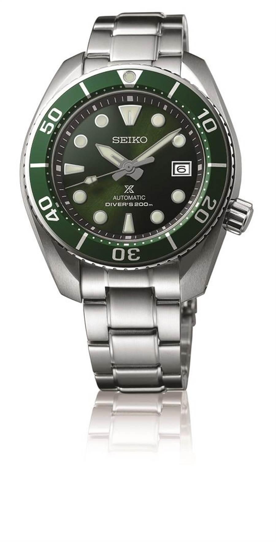 精工表Prospex綠色表盤潛水表,搭載6R35機芯,藍寶石水晶鏡面,精鋼表殼搭精鋼表帶,防水達200米,2萬7500元。(SEIKO提供)