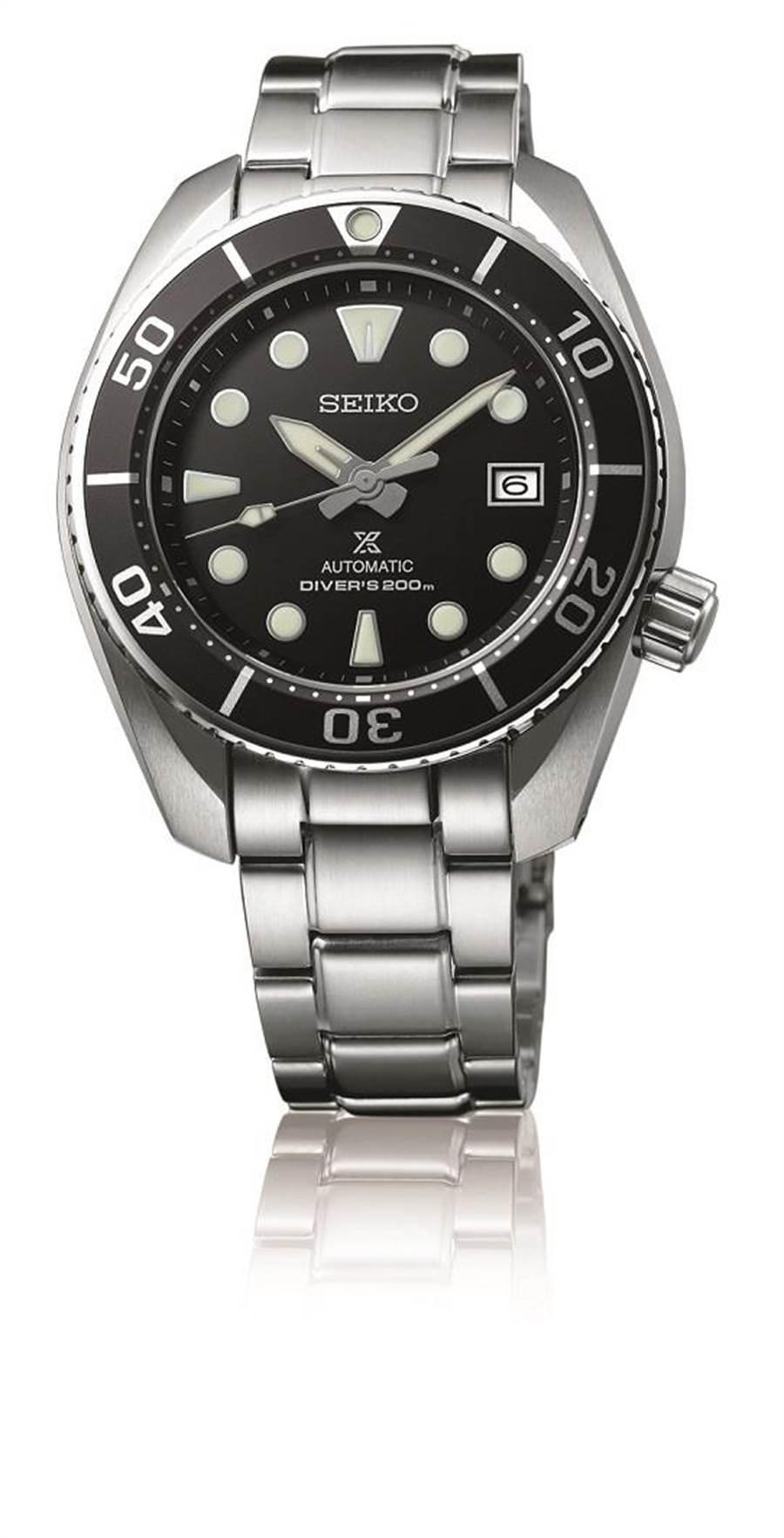 精工表Prospex黑色表盤潛水表,搭載6R35機芯,藍寶石水晶鏡面,精鋼表殼搭精鋼表帶,防水達200米,2萬7500元。(SEIKO提供)