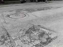 基隆成功二路路面破損嚴重 議員邀集相關單位替路面刨舖