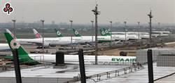 機場超前部署 遇颱風將關閉滑行道停放飛機