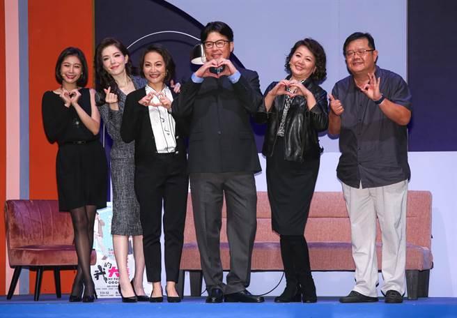 果陀劇場《我的大老婆》昨在國家戲劇院以無觀眾演出,左起范乙霏、許瑋甯、姚坤君、曾國城、王琄、導演梁志民。(吳松翰攝)