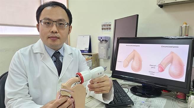 近年台灣已引進新型一次性包皮環切吻合器(又稱包皮槍),同時可以執行切割和傷口縫合,手術過程僅需10分多鐘。(圖/黃旭澤醫師提供)