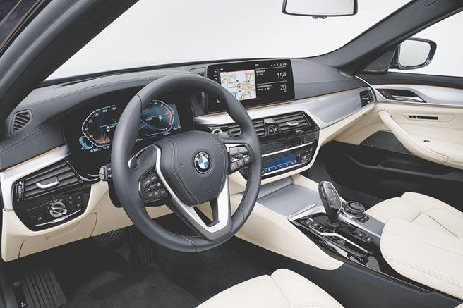 BMW 530i旅行車內裝,質感更佳。(BMW提供)