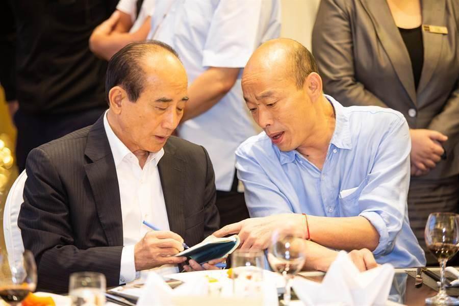 高雄市長韓國瑜(右)和前立法院長王金平(左)。