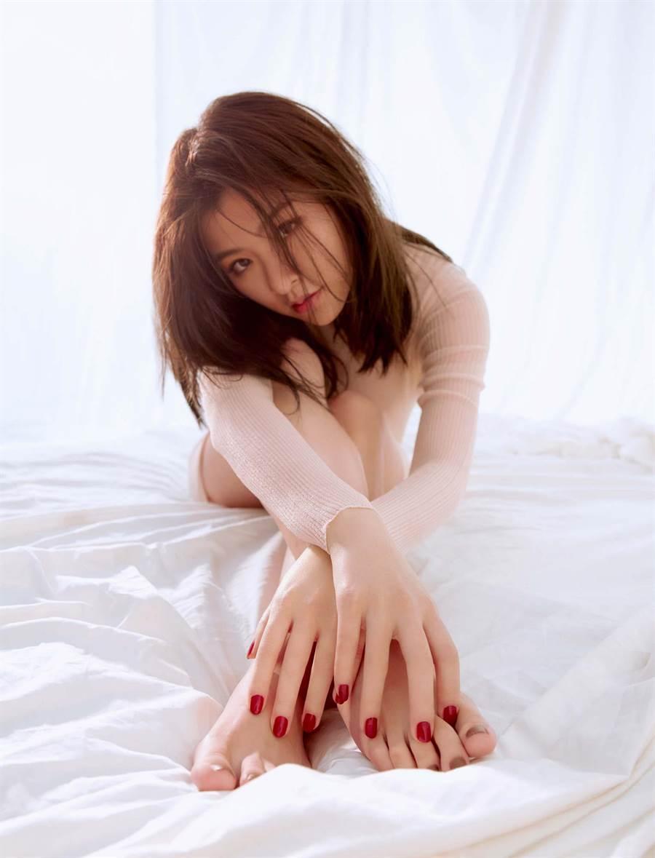 關詩敏睽違四年即將推出新專輯。(亞神音樂提供)