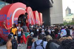 黑人之死民眾怒不停 CNN遭波及 直播一度中斷