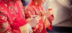 女師上課中下1秒結婚 學生驚:怎辦到?