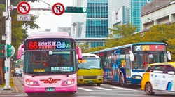 電動公車停擺 柯怨卡在中央