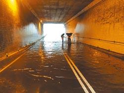 新店3處淹水 緊急封地下道