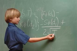 16歲學霸抖音教數理化 66萬人跪著看
