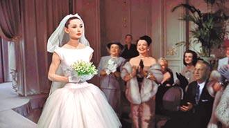 ②《甜姐兒》紀梵希禮服經典(1967)
