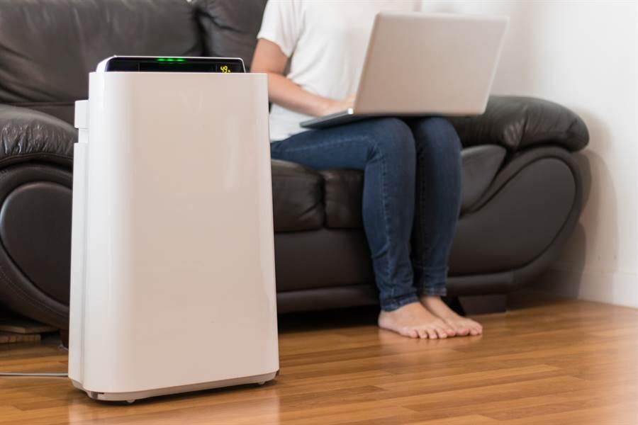 由於擔憂空氣品質問題,因此不少人會購買空氣清淨機(示意圖/達志影像)