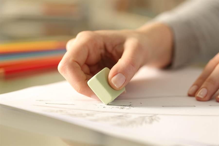 吐司對於木炭畫來說,是最便宜、最好用的橡皮擦(示意圖/達志影像)